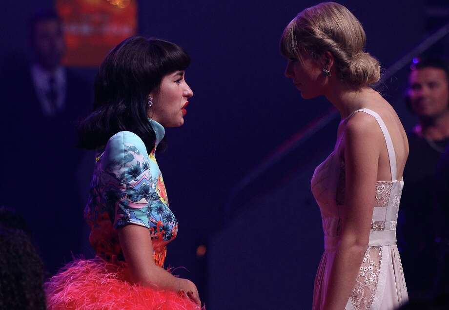 Kimbra speaks with Taylor Swift during the 26th Annual ARIA Awards 2012 at the Sydney Entertainment Centre on November 29, 2012 in Sydney, Australia.  (Photo by Don Arnold/Getty Images) Photo: Don Arnold, Getty Images / 2012 Getty Images