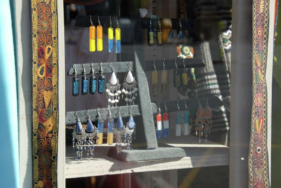 Northampton storefront. (Linda Hannum)