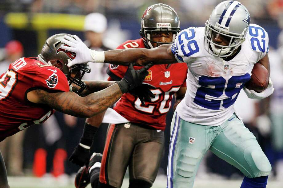 "In this Sept. 23, 2012, file photo, Dallas Cowboys running back DeMarco Murray (29) gets past Tampa Bay Buccaneers linebacker Mason Foster (59) during the second half of an NFL football game in Arlington, Texas. Murray has missed four games since rushing for 93 yards in a loss at Baltimore on Oct. 14. It's probably not on the official list, but Murray offered a benchmark on Wednesday, Nov. 14. He said there was ""a chance"" he could play Sunday against the Cleveland Browns. (AP Photo/LM Otero, File) Photo: LM Otero, Associated Press / AP"