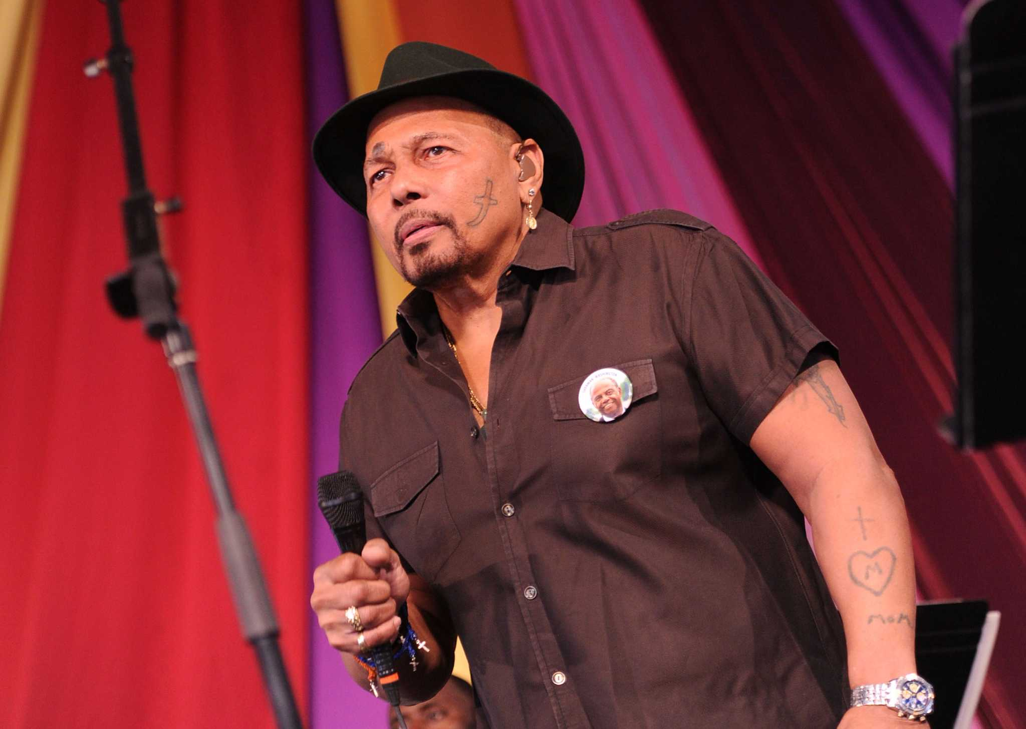 Aaron Neville Celebrates Christmas At The Carver San