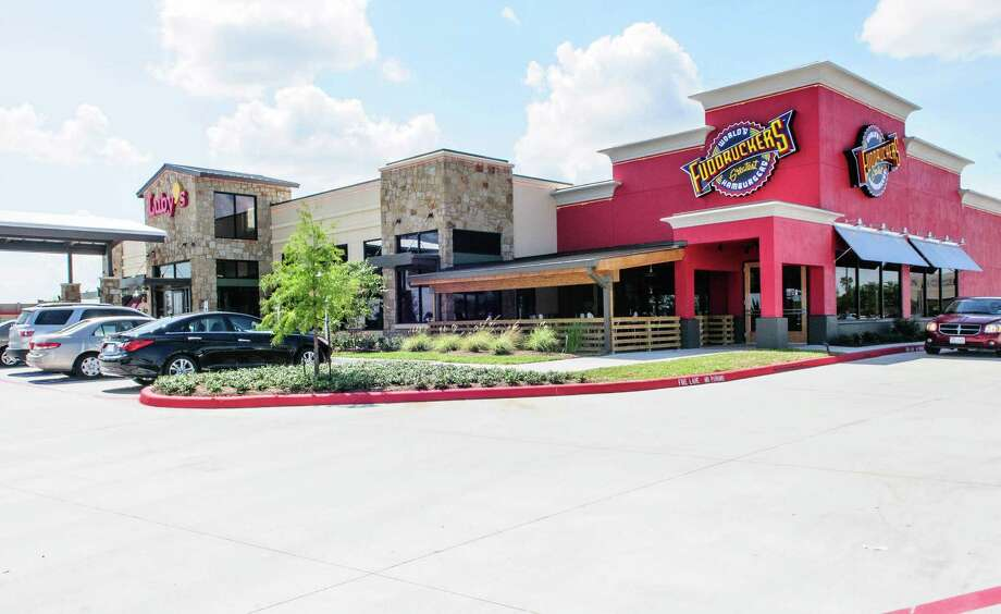 The new Luby's/Fuddruckers that is a new side-by-side restaurant with a shared patio in Pearland, Tx. Photo: Kim Christensen, Photographer / ©Kim Christensen