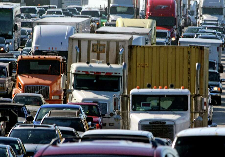 Traffic backs up near Fort Lauderdale-Hollywood International Airport in Florida this month. A group of senators is pushing for cutting sulfur in gasoline to reduce smog-forming emissions. Photo: Mike Stocker, MBR / Sun Sentinel