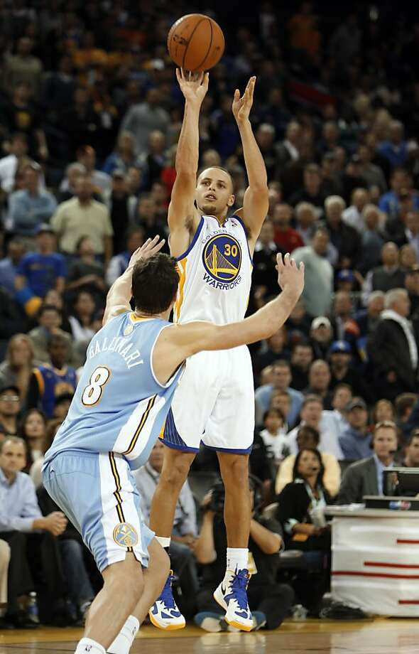 Stephen Curry puts in a three point shot in the fourth quarter. The Warriors defeated the Nuggets 106-105 when Andre Iguodala put up a three point shot just after time expired.  The Golden State Warriors played the Denver Nuggets at Oracle Arena in Oakland, Calif., on Thursday, November 29, 2012. Photo: Carlos Avila Gonzalez, The Chronicle