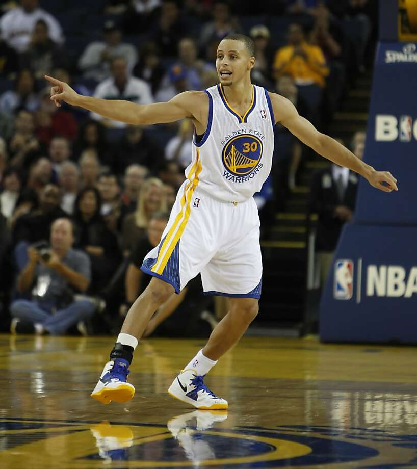 Stephen Curry directs defense in the first half. The Golden State Warriors played the Denver Nuggets at Oracle Arena in Oakland, Calif., on Thursday, November 29, 2012. Photo: Carlos Avila Gonzalez, The Chronicle