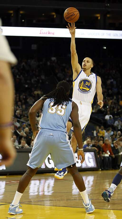 Stephen Curry puts up a jumper over Denver's Kenneth Faried in the first half. The Golden State Warriors played the Denver Nuggets at Oracle Arena in Oakland, Calif., on Thursday, November 29, 2012. Photo: Carlos Avila Gonzalez, The Chronicle