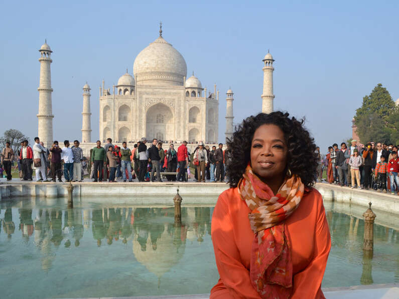 US talk show host Oprah Winfrey poses in front of the Taj Mahal on January 19, 2012.
