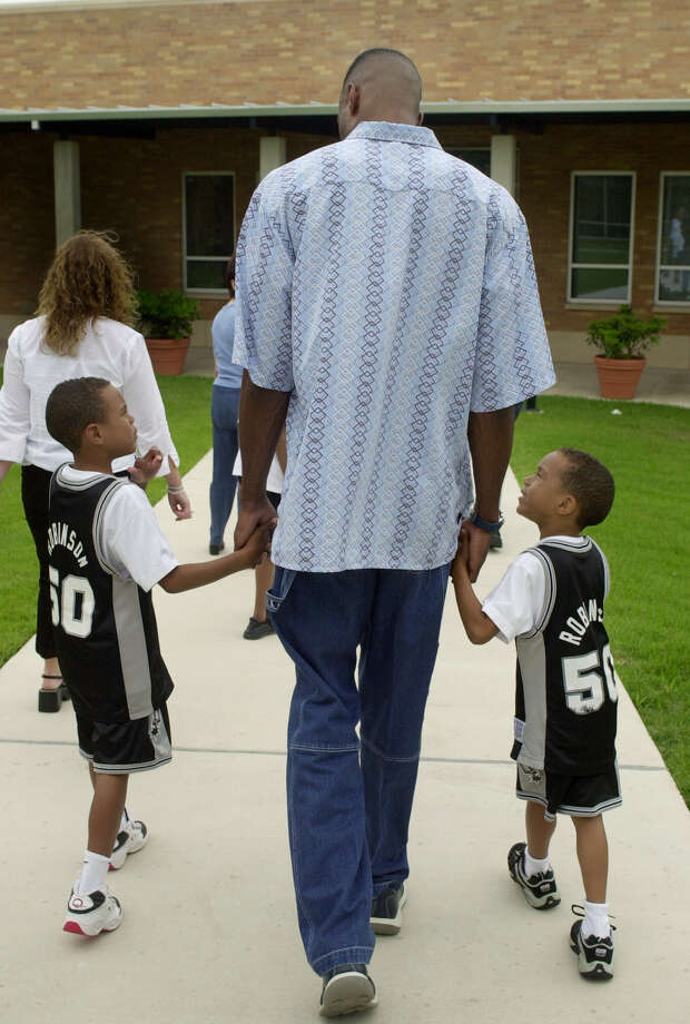 San Antonio Spurs center David Robinson, center, walks with his sons, Corey, left, and Justin, right, following a news conference in San Antonio, Friday, May 24, 2002, where he announced he will retire following the 2002-2003 season. (AP Photo/Eric Gay) Photo: ERIC GAY, Express-News / AP