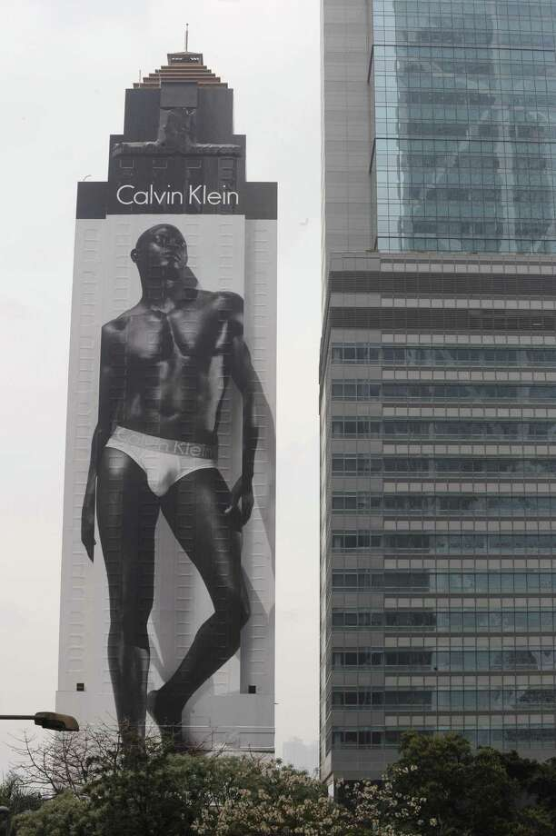 Then Djimon Housou became a Calvin Klein underwear model and continued to be a movie star.  Photo: MIKE CLARKE, AFP/Getty Images / 2008 AFP