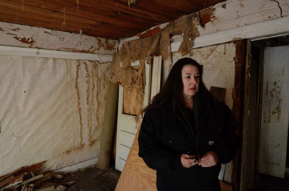 Jane Bryant stands in one of the units of the apartment building where Lee Harvey Oswald lived from November 1962 to March 1963 in Dallas, Thursday, Nov. 29, 2012. Photo: Benny Snyder, Associated Press / AP