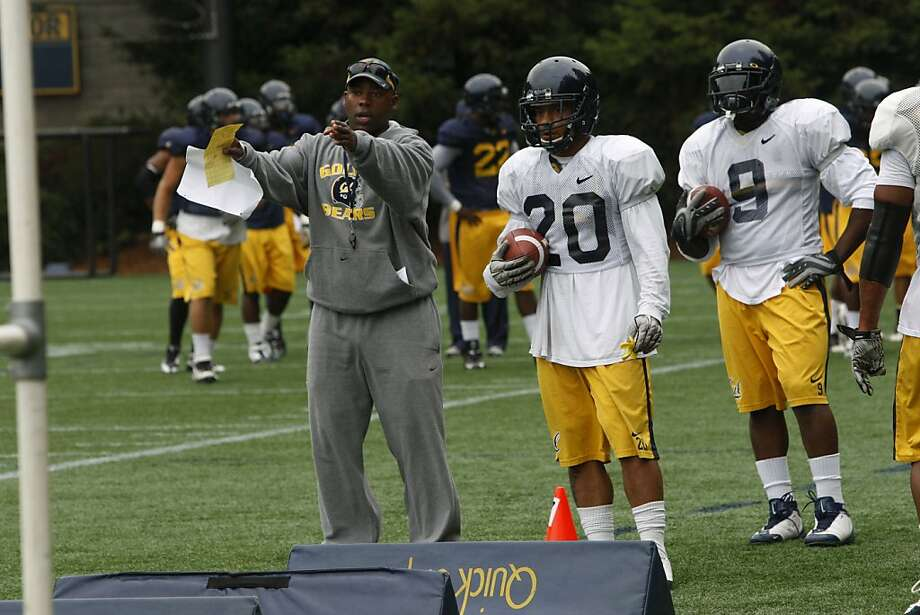Ron Gould (left, working with Isi Sofele) has been a Cal assistant coach for 16 seasons, the second-longest assistant coach tenure in school history after Clint Evans (1925-42). Photo: Audrey Whitmeyer-Weathers, The Chronicle
