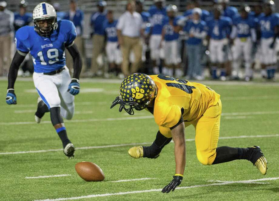 La Marque punter Mike Parker (48) scrambles for the ball on a botched punt that set up Navasota for first quarter touchdown. Photo: Smiley N. Pool, Houston Chronicle / © 2012  Houston Chronicle