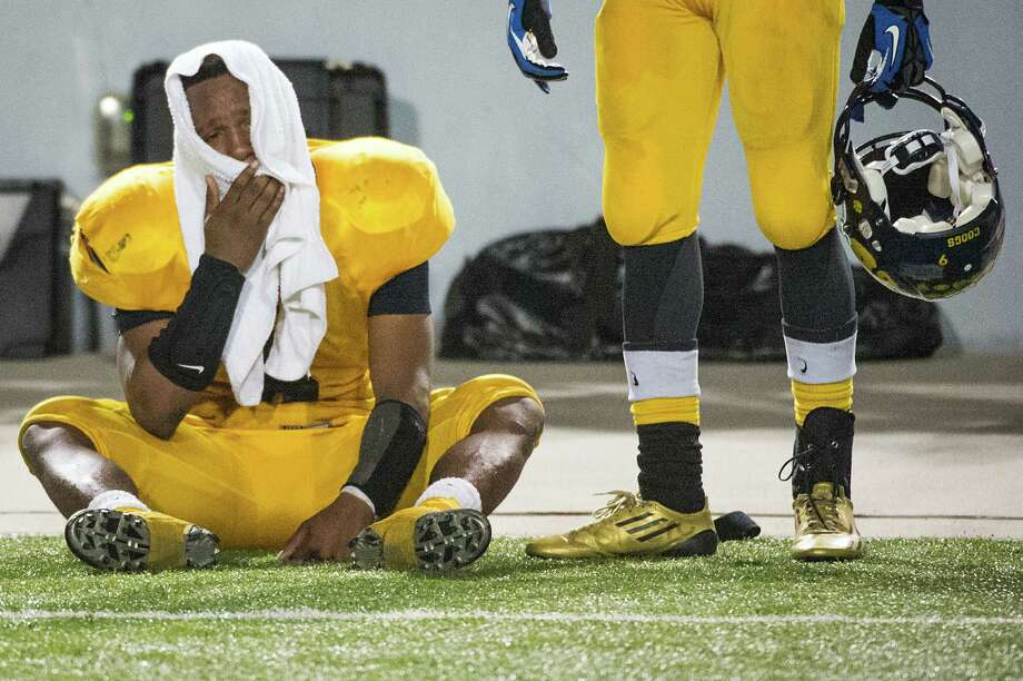 La Marque's Ladarrian Ellis-Jones sits on the sidelines after the Cougars' loss to Navasota. Photo: Smiley N. Pool, Houston Chronicle / © 2012  Houston Chronicle