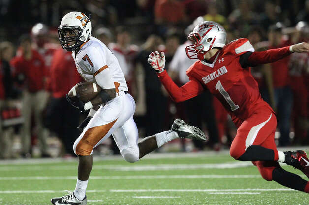 Madison's Marquis Warford (7) runs around Mission Sharyland's Francisco Campos (1) for an 83-yard touchdown run in the first half in the Class 5A Div. I playoff game in Corpus Christi on Friday, Nov. 30, 2012. Photo: Kin Man Hui, Express-News / © 2012 San Antonio Express-News