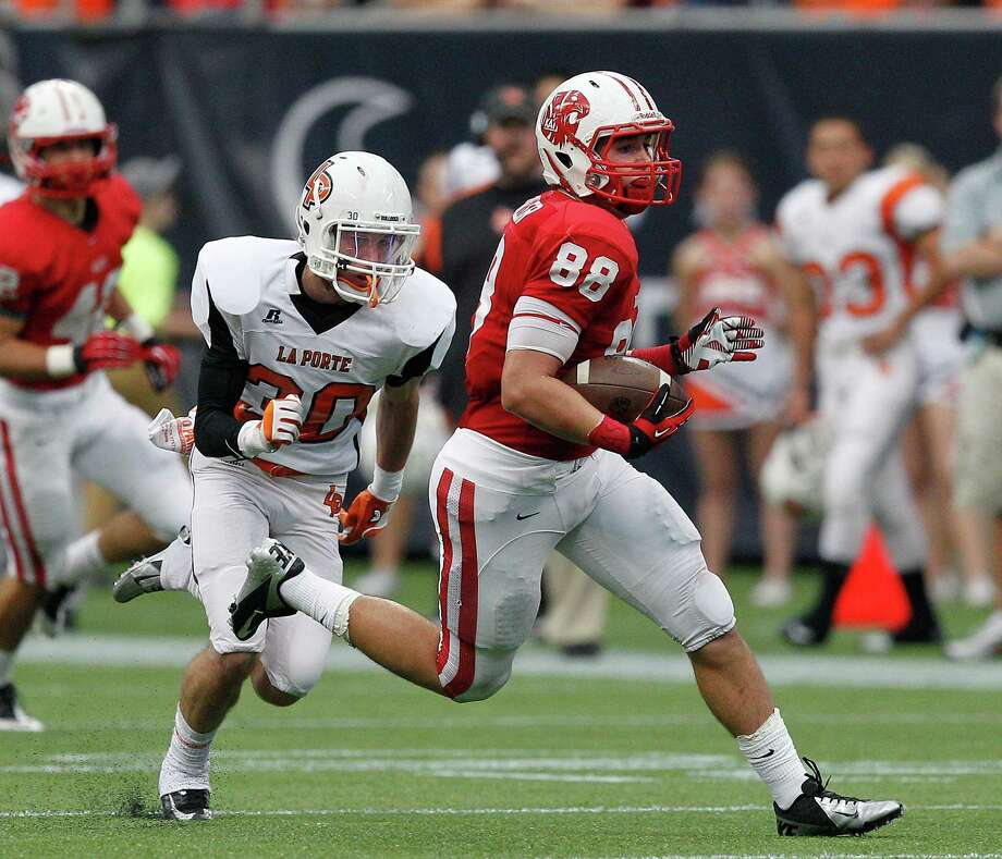 Katy tight end Sloan Spiller runs with the ball after a reception. Photo: Bob Levey, Houston Chronicle / ©2012 Bob Levey