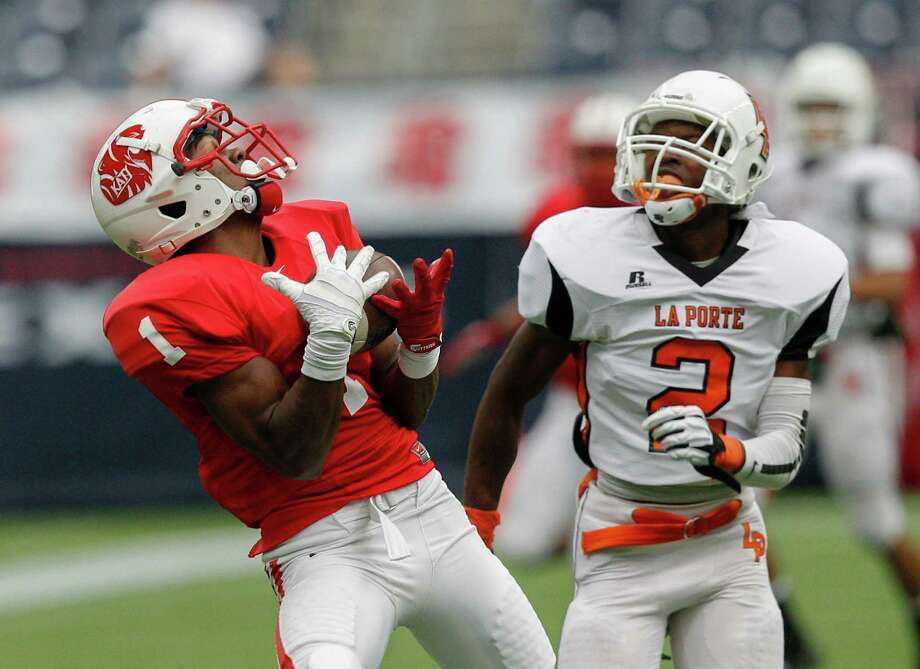 Katy's Kyle Fulks completes a reception over La Porte's Ellis Hutchinson for a touchdown. Photo: Bob Levey, Houston Chronicle / ©2012 Bob Levey