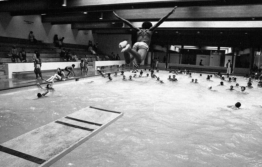 Aug. 6, 1977: Martin Luther King Pool in the Bayview District. Still one of the city's most popular pools. (Look at the Yelp rating!) Based on his angle, I'm guessing this diver landed on his stomach and screamed for the next eight days. (Chronicle file)