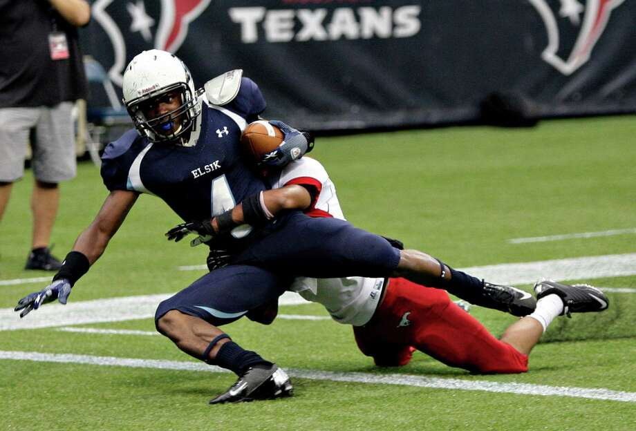 Elsik's Casey Williams beats North Shore's Tim Broden for a touchdown. Photo: Bob Levey, Houston Chronicle / ©2012 Bob Levey