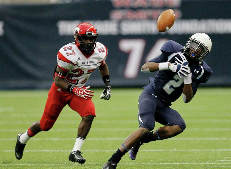 Elsik's Matthew Walters has the pass go off his shoulder pad as North Shore's Earnest Thomas looks for a rebound during a Class 5A Division I playoff game between Elsik and North Shore, Saturday, Dec.1, 2012 at Reliant Stadium in Houston, Texas. North Shore wins 17-10. (Bob Levey/For The Chronicle) Photo: Bob Levey, Houston Chronicle / ©2012 Bob Levey