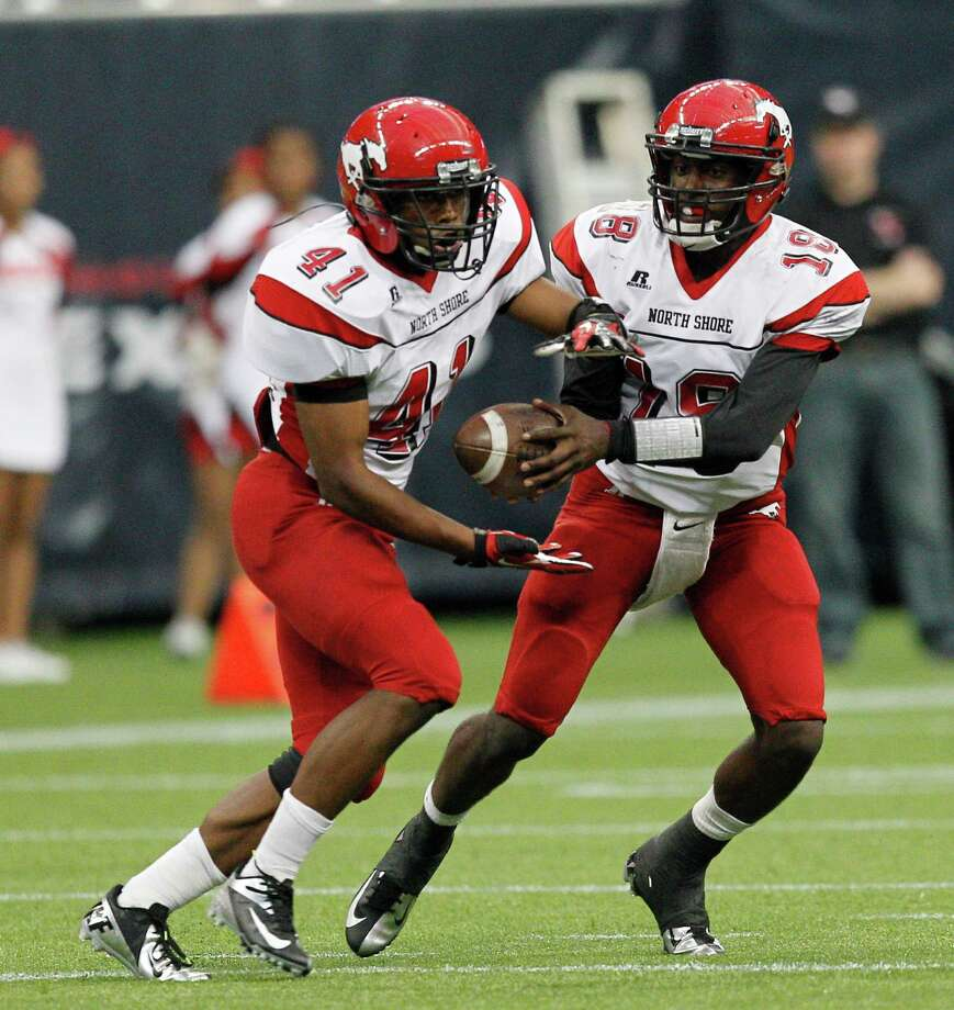 North Shore quarterback Micah Thomas hands off  to Tristan Houston during a Class 5A Division I playoff game between Elsik and North Shore, Saturday, Dec.1, 2012 at Reliant Stadium in Houston, Texas. North Shore wins 17-10. (Bob Levey/For The Chronicle) Photo: Bob Levey, Houston Chronicle / ©2012 Bob Levey