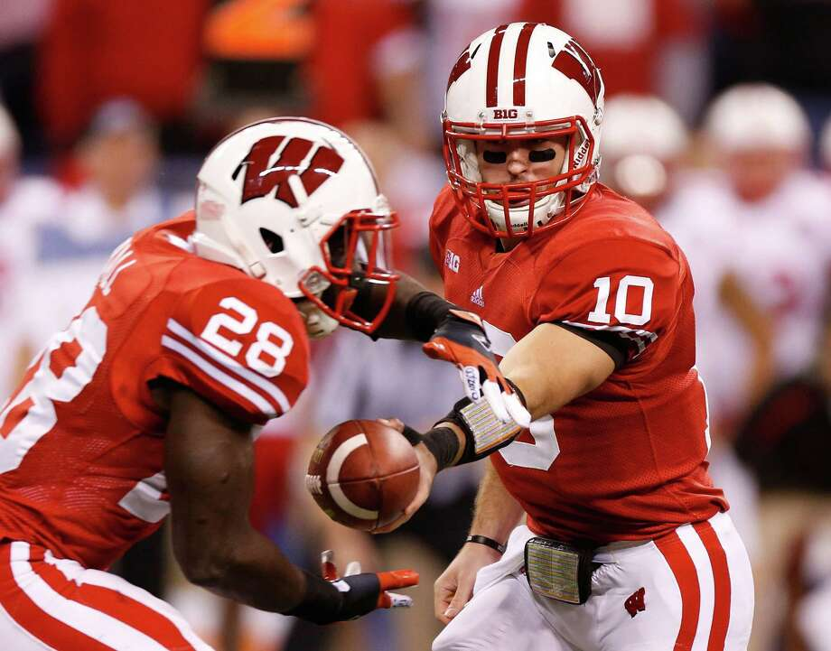 INDIANAPOLIS, IN - DECEMBER 01: Curt Phillips #10 of the Wisconsin Badgers hands of to Montee Ball #28 while playing the Nebraska Cornhuskers during the Big 10 Conference Championship Game at Lucas Oil Stadium on December 1, 2012 in Indianapolis, Indiana. Photo: Gregory Shamus, Getty Images / 2012 Getty Images