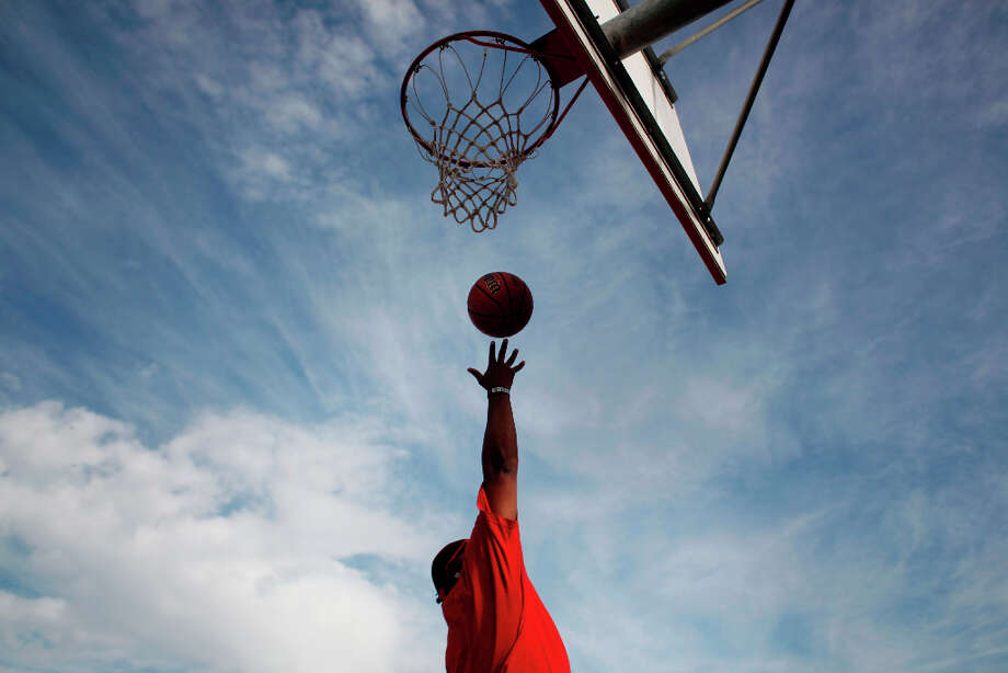 With nowhere to go but up, streetballer Craig McArthur soars through the air new near his home in Diamond Heights. Photo: Mike Kepka, The Chronicle / ONLINE_YES