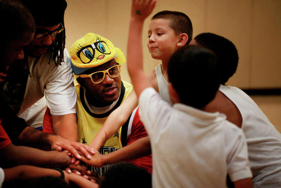 Streetballer Craig McArthur offers words of inspiration to the Pee Wee basketball team at the Boys and Girls Club of San Francisco in the Mission where McArthur spent many years as a teen. He now hopes to be able to give back. Photo: Mike Kepka, The Chronicle / ONLINE_YES