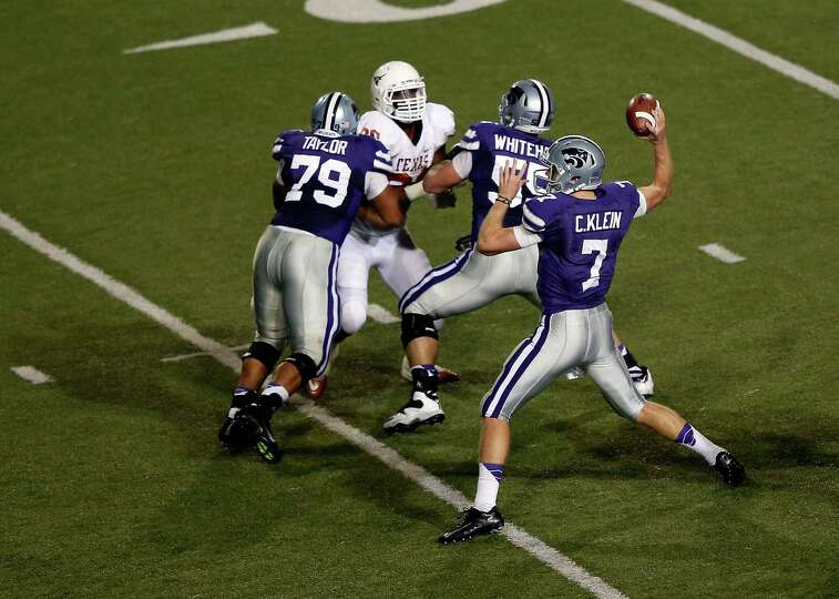Quarterback Collin Klein #7 of the Kansas State Wildcats passes during the game against the Texas Lo