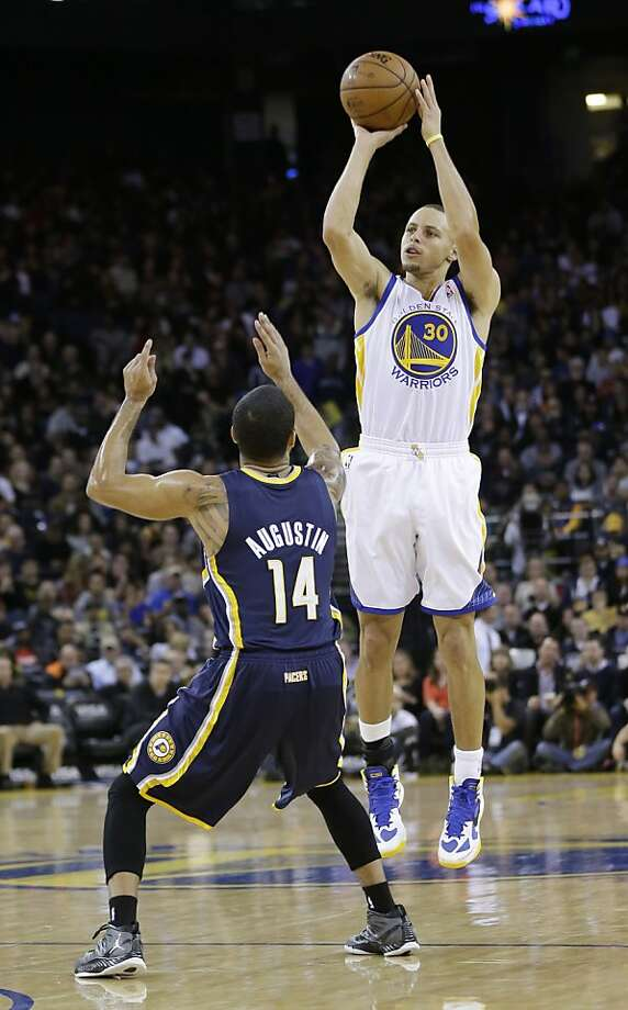 Stephen Curry shoots over D.J. Augustin during his 20-point, 11-assist night. Photo: Marcio Jose Sanchez, Associated Press
