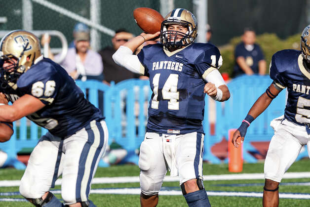 O'Connor's Zach Galindo looks for a receiver during the second quarter of their Class 5A Division II third round game with Laredo Alexander at Farris Stadium on Dec. 1, 2012. O'Connor won the game 44-24.  MARVIN PFEIFFER/ mpfeiffer@express-news.net Photo: MARVIN PFEIFFER, Express-News / Express-News 2012