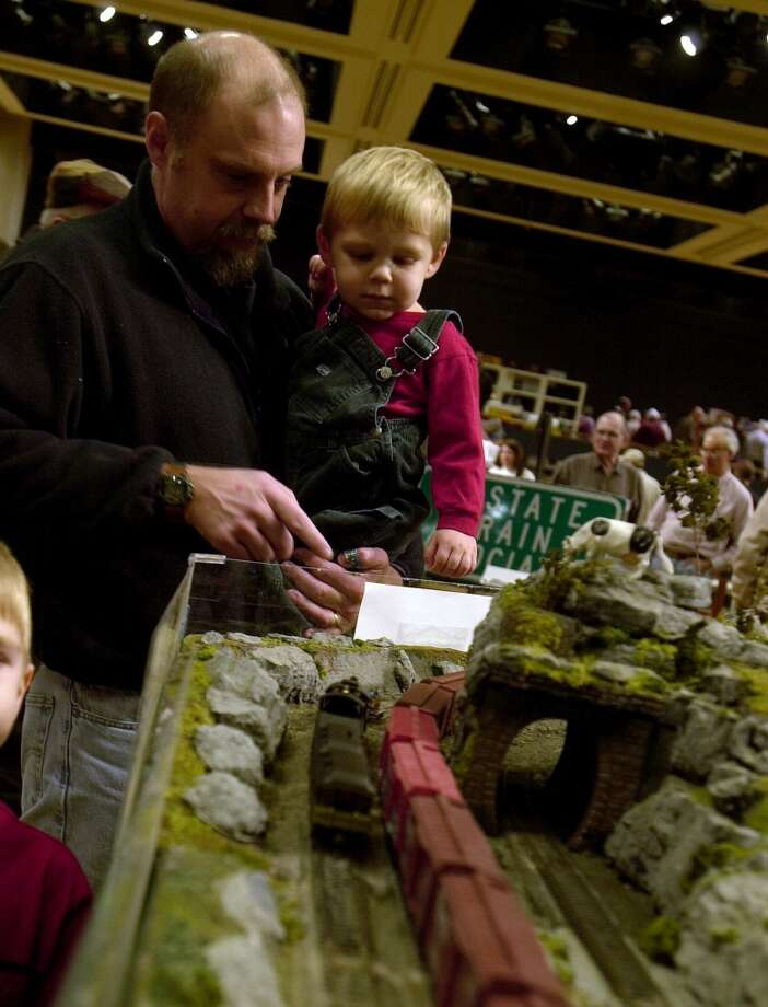 TIMES UNION PHOTO BY LUANNE M. FERRIS-- ALBANY, SUNDAY DEC. 8, 2002, EMPIRE STATE PLAZA THE GREAT TRAIN EXTRAVAGANZA.  LOTS OF DEALERS AND DEMOSTRATIONS. THIS IS TOM PAYNE AND HIS SON, TWO YR. OLD MATTHEW OF KNOX. (DG)