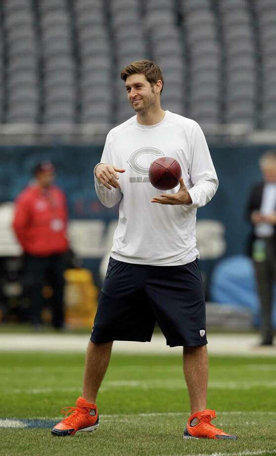 Chicago Bears quarterback Jay Cutler warms up before an NFL football game against the Seattle Seahawks in Chicago, Sunday, Dec. 2, 2012. Photo: AP