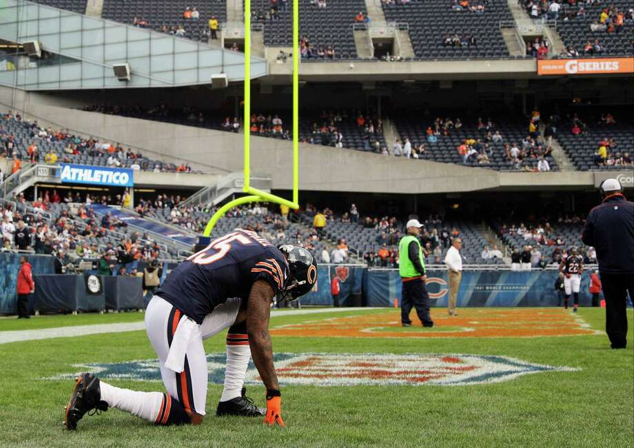 Chicago Bears wide receiver Brandon Marshall (15) kneels down on the field during warmups before an NFL football game against the Seattle Seahawks in Chicago, Sunday, Dec. 2, 2012. Photo: AP