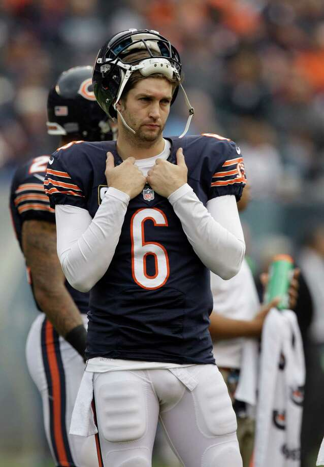Chicago Bears quarterback Jay Cutler (6) stands on the sidelines in the first half of an NFL football game against the Seattle Seahawks in Chicago, Sunday, Dec. 2, 2012. Photo: AP