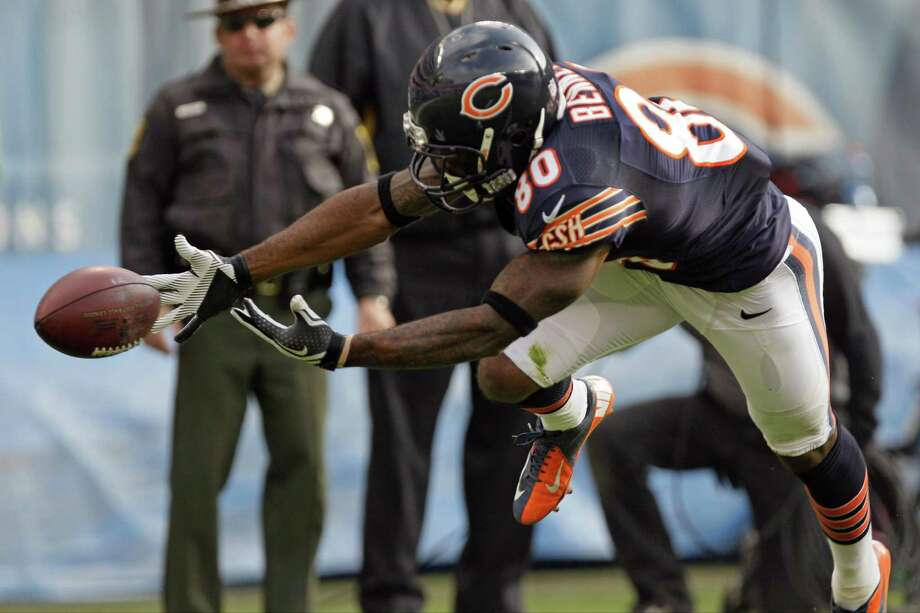 Chicago Bears wide receiver Earl Bennett (80) misses a catch in the first half of an NFL football game against the Seattle Seahawks in Chicago, Sunday, Dec. 2, 2012. Photo: AP