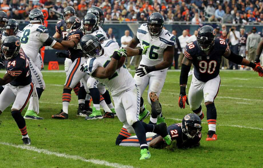 Seattle Seahawks running back Marshawn Lynch (24) rushes for a touchdown past Chicago Bears safety Major Wright (21) during the first half of an NFL football game in Chicago, Sunday, Dec. 2, 2012. Photo: AP