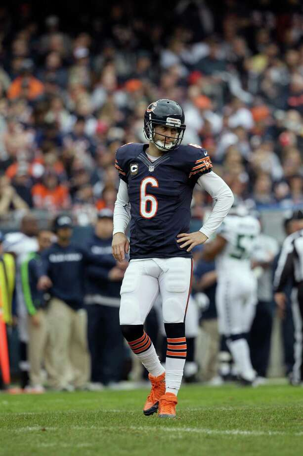 Chicago Bears quarterback Jay Cutler (6) walks off the field after a play against the Seattle Seahawks in the first half of an NFL football game in Chicago, Sunday, Dec. 2, 2012. Photo: AP