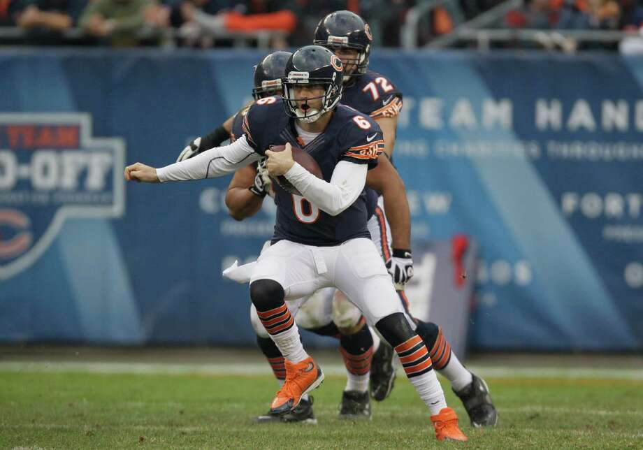 Chicago Bears quarterback Jay Cutler (6) runs with the ball against the Seattle Seahawks in the second half of an NFL football game in Chicago, Sunday, Dec. 2, 2012. Photo: AP