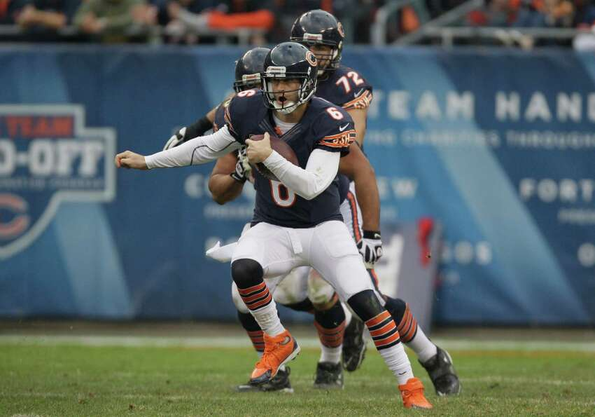 Chicago Bears quarterback Jay Cutler (6) runs with the ball against the Seattle Seahawks in the seco