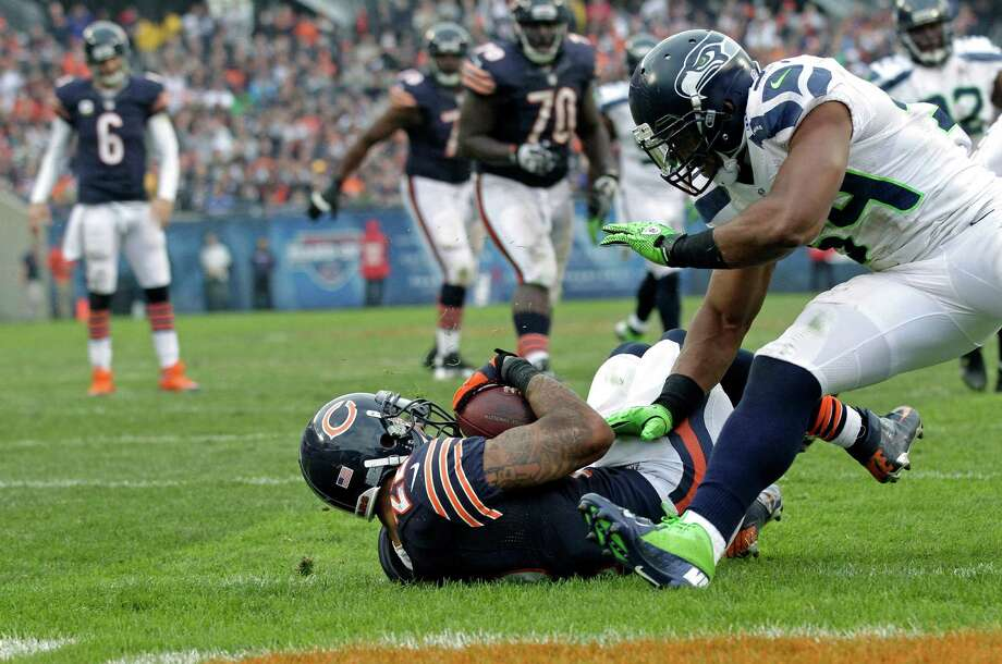 Chicago Bears running back Matt Forte (22) scores on a pass from quarterback Jay Cutler (6) past Seattle Seahawks linebacker Bobby Wagner (54) in the second half of an NFL football game in Chicago, Sunday, Dec. 2, 2012. Photo: AP