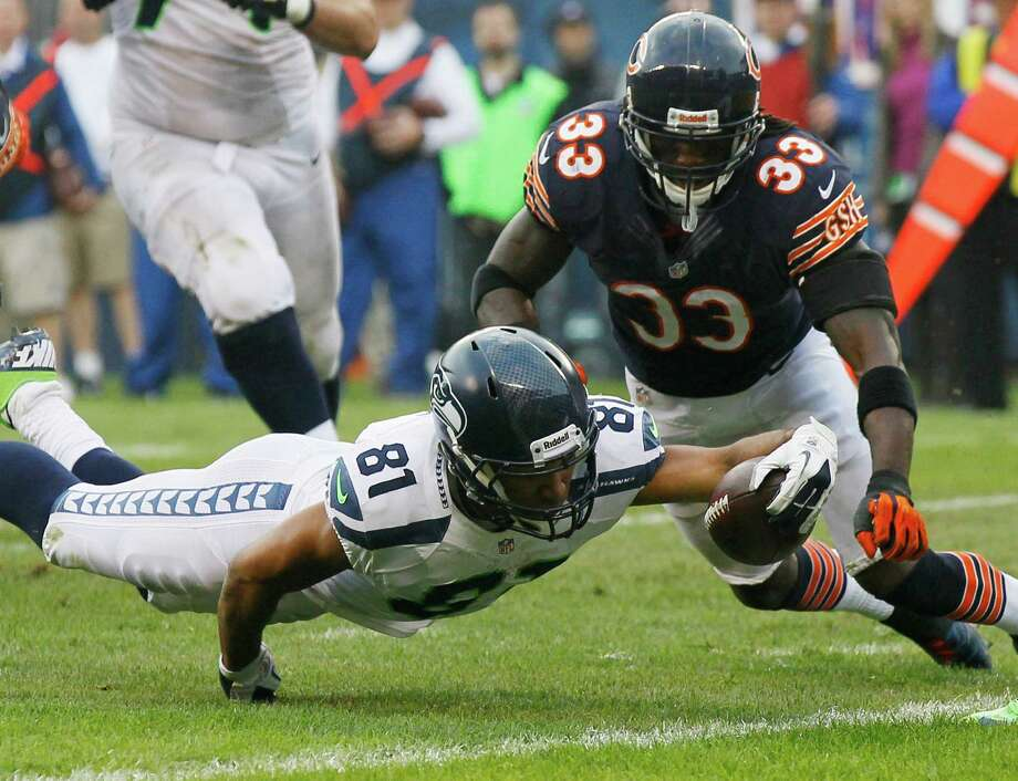 Seattle Seahawks wide receiver Golden Tate (81) reaches for the goal line for a touchdown past Chicago Bears cornerback Charles Tillman (33) in the second half of an NFL football game in Chicago, Sunday, Dec. 2, 2012. The Seahawks won 23-17 in overtime. Photo: AP