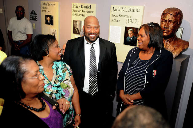 Bernard 'Bun B' Freeman, center, talks to guests Sunday at the unveiling of the UGK permanent exhibit at the Museum of the Gulf Coast. Fans of the Underground Kings gathered at the event to see the rap star and the exhibit.  Photo taken Sunday, December 02, 2012 Guiseppe Barranco/The Enterprise Photo: Guiseppe Barranco, STAFF PHOTOGRAPHER / The Beaumont Enterprise