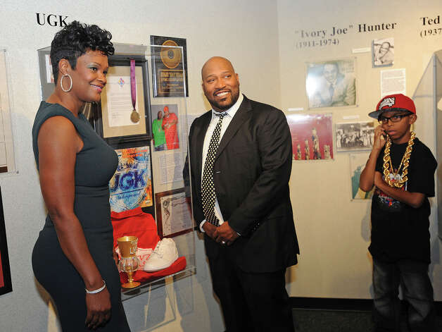 Bernard 'Bun B' Freeman, center, with his family Sunday at the new permanent exhibit at the Museum of the Gulf Coast. Fans of the Underground Kings gathered at the event to see the rap star and the exhibit.  Photo taken Sunday, December 02, 2012 Guiseppe Barranco/The Enterprise Photo: Guiseppe Barranco, STAFF PHOTOGRAPHER / The Beaumont Enterprise