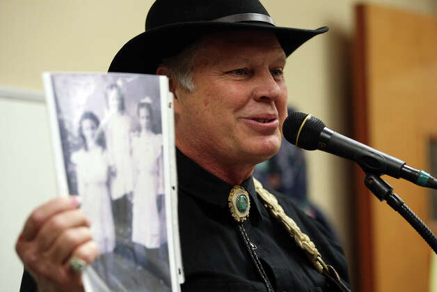 Storyteller-musician Austin Ladd Roberts shows a photo of his grandmother as he performs at Lighthouse for the Blind. Photo: Jerry Lara, San Antonio Express-News / © 2012 San Antonio Express-News