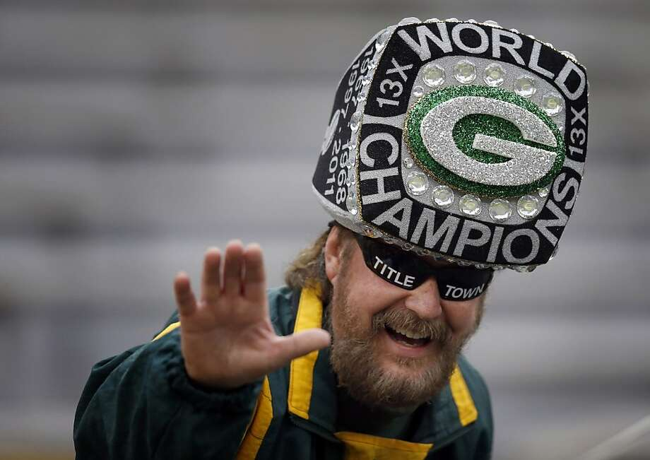 Jeff Kahlow, of Fond du Lac, waves to a friend before NFL game between Minnesota Vikings and Green Bay Packers at Lambeau Field in Green Bay, Wisconsin, Sunday, December 2, 2012. (Carlos Gonzalez/Minneapolis Star Tribune/MCT) Photo: Carlos Gonzalez, McClatchy-Tribune News Service