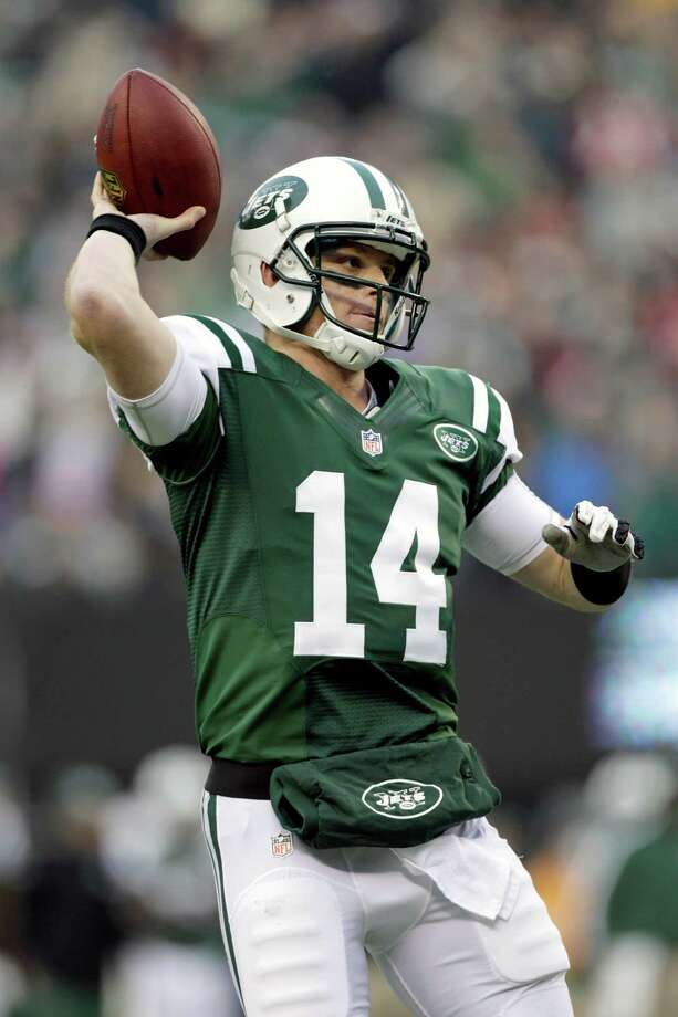 New York Jets quarterback Greg McElroy throws a 1-yard touchdown pass to tight end Jeff Cumberland during the second half of an NFL football game against the Arizona Cardinals, Sunday, Dec. 2, 2012, in East Rutherford, N.J. (AP Photo/Kathy Willens) Photo: Kathy Willens