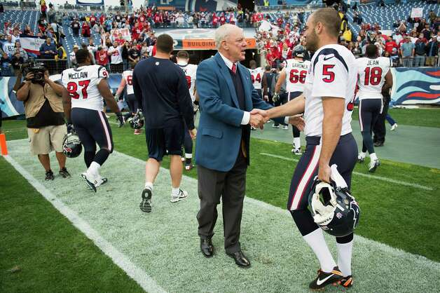 Texans owner Bob McNair congratulates players, including punter Donnie Jones as they leave the field. Photo: Smiley N. Pool, Houston Chronicle / © 2012  Houston Chronicle