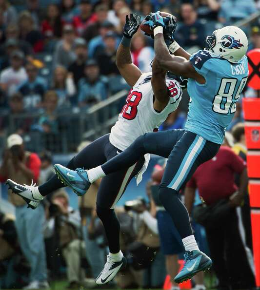 Texans safety Danieal Manning defends a pass. to Titans tight end Jared Cook.