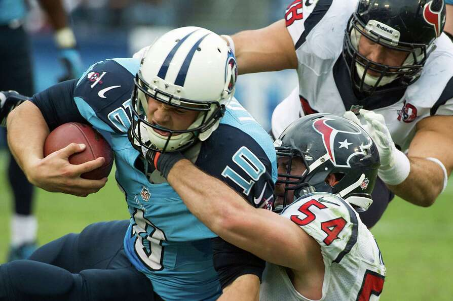 Texans linebacker Barrett Ruud sacks Jake Locker.