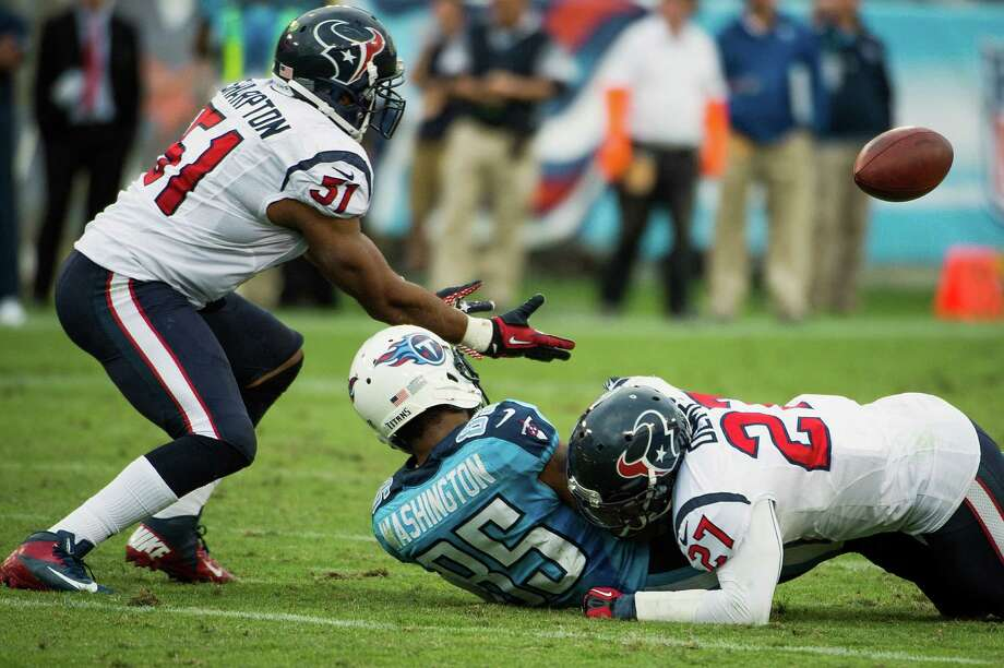 Houston Texans linebacker Darryl Sharpton moves to intercept a pass knocked away from Titans receiver Nate Washington by defensive back Quintin Demps. Photo: Smiley N. Pool, Houston Chronicle / © 2012  Houston Chronicle