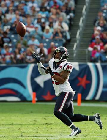 Texans strong safety Glover Quin intercepts a pass by Titans quarterback Jake Locker during the first half. Photo: Smiley N. Pool, Houston Chronicle / © 2012  Houston Chronicle